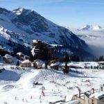Как совместить спортивный досуг с активной светской жизнью на горнолыжных курортах во французских Альпах