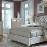 Мебель, красивое зеркало в спальню