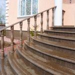 Облицовка лестницы натуральным камнем