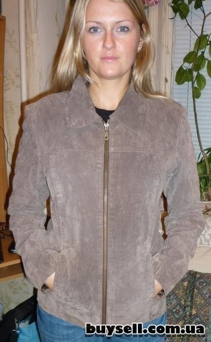 замшевую женскую демисезонную  курточку,    р 42 - 44
