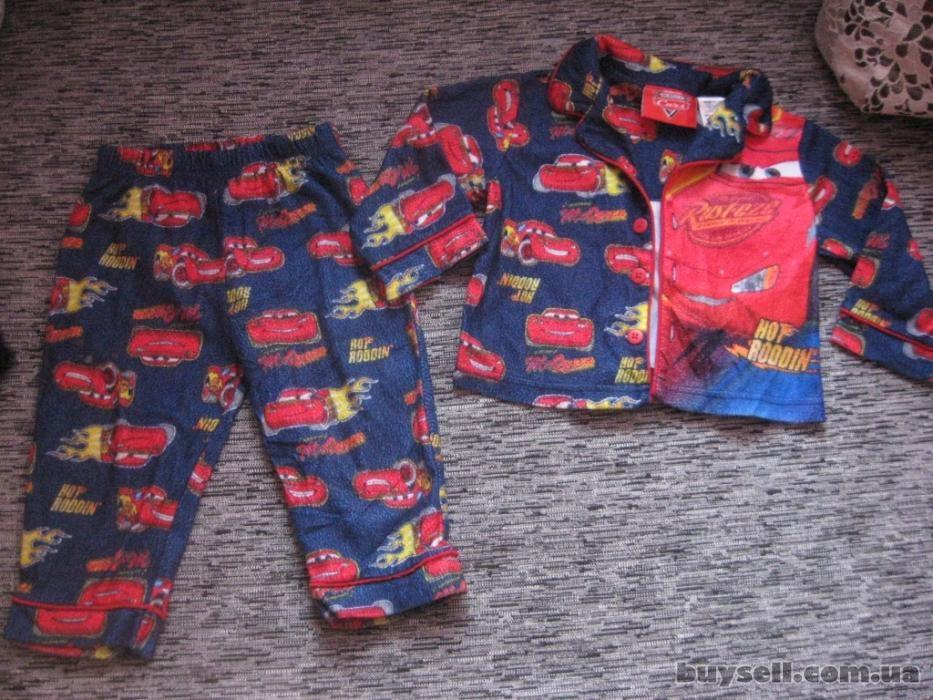 супер крутая пижамка с тачками моднику disney на 18 мес. изображение 3