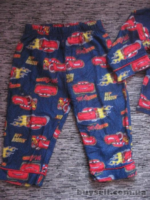 супер крутая пижамка с тачками моднику disney на 18 мес.