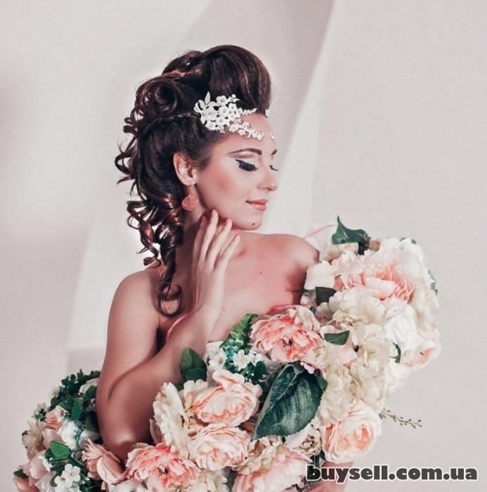 свадебные вечерние прически макияж изображение 2