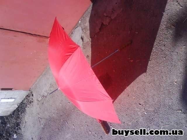 Зонт красного цвета изображение 2