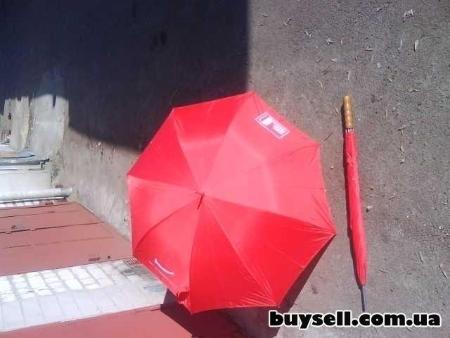 Зонт красного цвета изображение 3