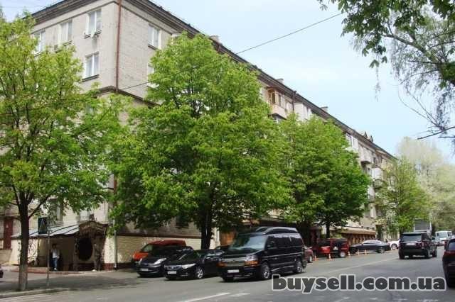 Без комісії продам 2 кімнатну 52м,  Кловський узвіз 10,  м. Кловська