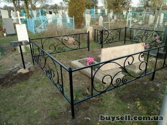 Оградки на могилу,   кладбище. изображение 2