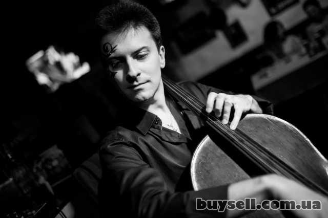 Скрипач,  виолончелист,  на торжество,  Киев. изображение 4