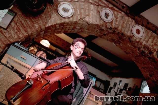 Скрипач,  виолончелист,  на торжество,  Киев. изображение 2