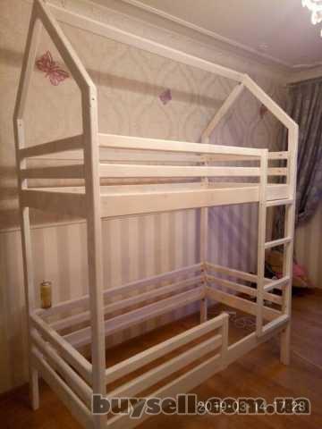 двухъярусная кровать- домик из натурального дерева