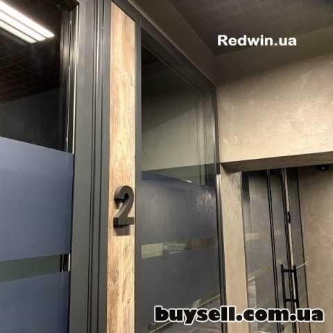 Офисные перегородки с плёнкой на стекле. Алюминиевые прегородки в офис изображение 3