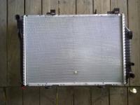 Мерседес 202 .  2. 2 CDI - Радиатор охлаждения двигателя .