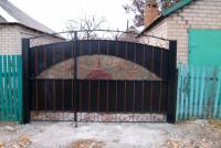 Ворота распашные, с калиткой внутри