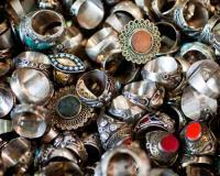 Куплю дорого украшения из золота,   серебра,  платины.